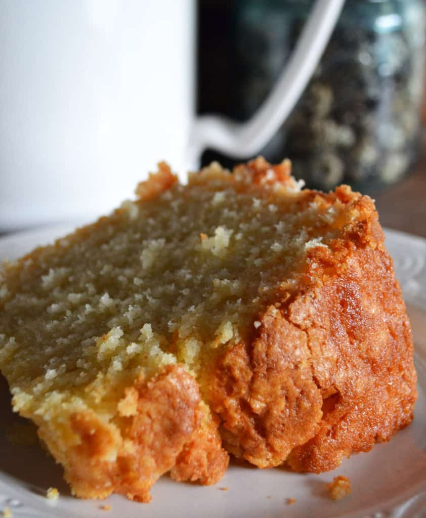 Delicious Vanilla Almond Pound Cake Recipe