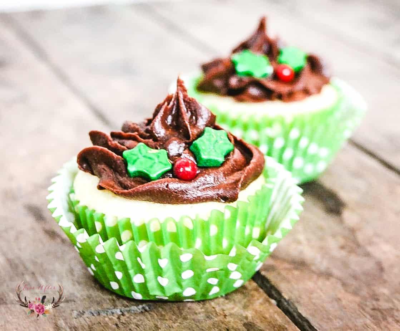 holly berry christmas cupcakes | christmas ideas