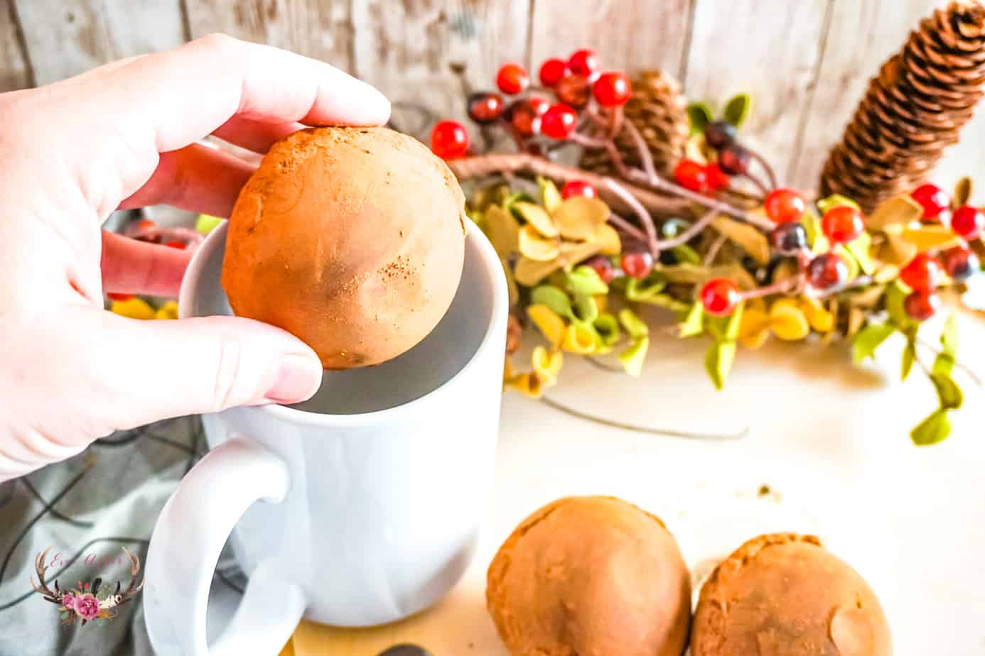 Joining in on the hot chocolate bomb craze with these Cinnamon Spice Hot Chocolate Bombs. These would make amazing holiday gifts to share with family and friends or perfect for cookie decorating,