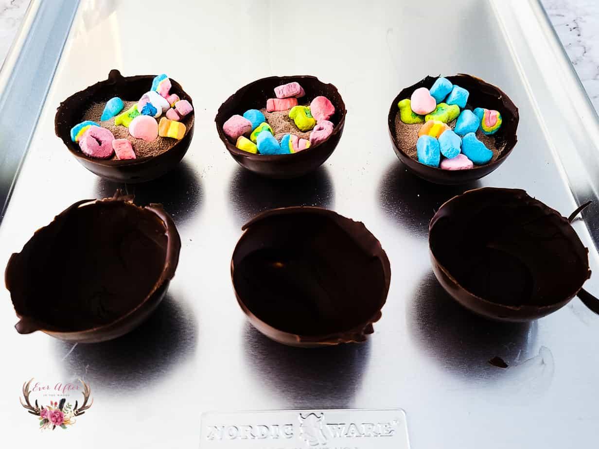 making hot cocoa bombs