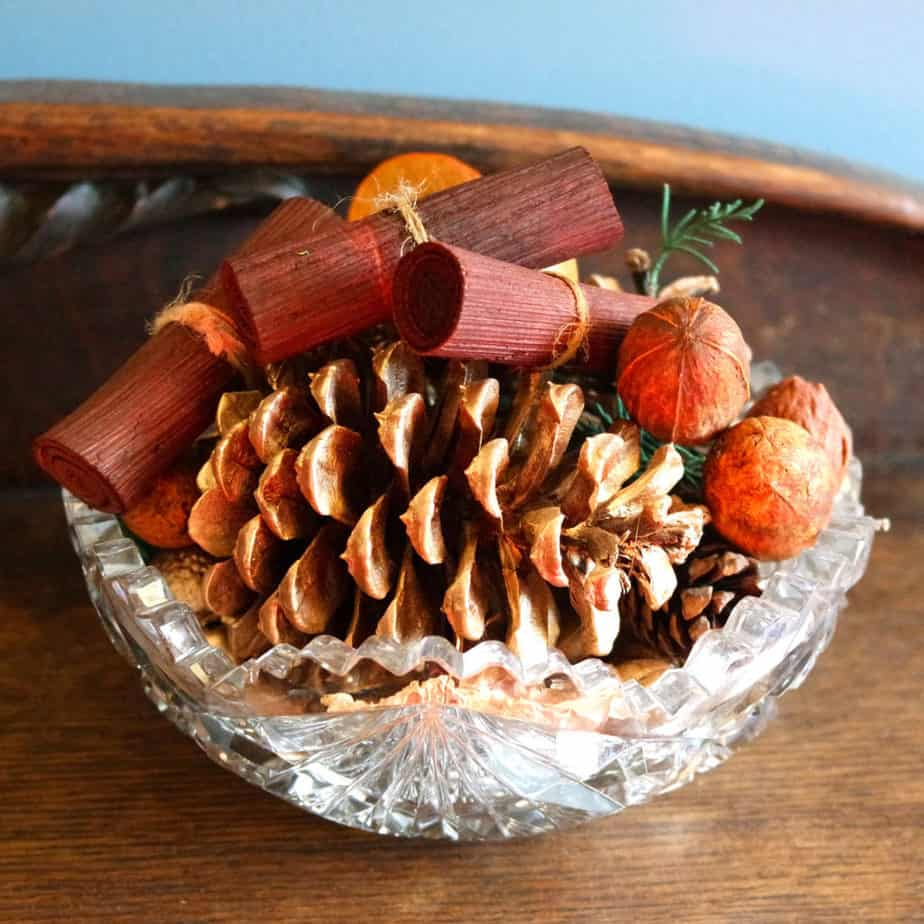 diy pinecones